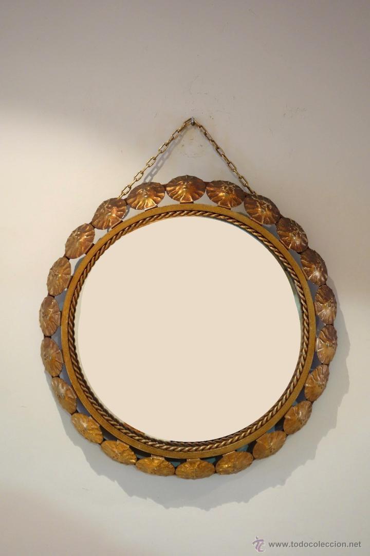 Vintage: Espejo vintage tipo sol mediados s.XX metal dorado marco compuesto por 22 soles - Foto 2 - 54285542