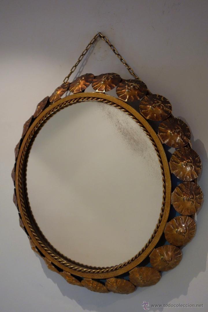Vintage: Espejo vintage tipo sol mediados s.XX metal dorado marco compuesto por 22 soles - Foto 4 - 54285542