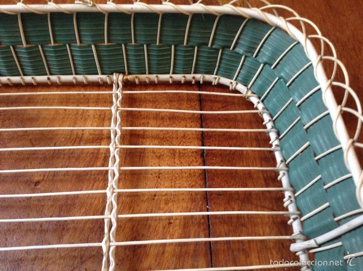 Vintage: Bandeja alambre forrada plástico años 60 y regalo paño - Foto 3 - 55834248
