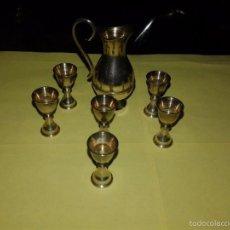 Vintage: BONITA JARRA Y 6 COPAS EN MINIATURA. METAL LATON. Lote 56695659