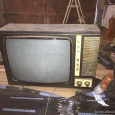 Vintage: ANTIGUA TV TELEVISION DE LOS AÑOS 60 -70 A VALVULAS DE GRAN TAMAÑO. Lote 57633518