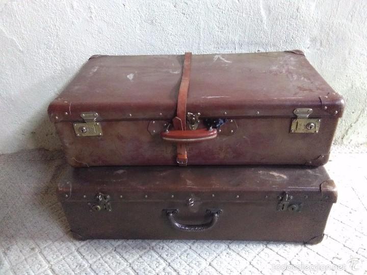 Pareja de maletas antiguas con remaches y cintu comprar for Maletas antiguas online