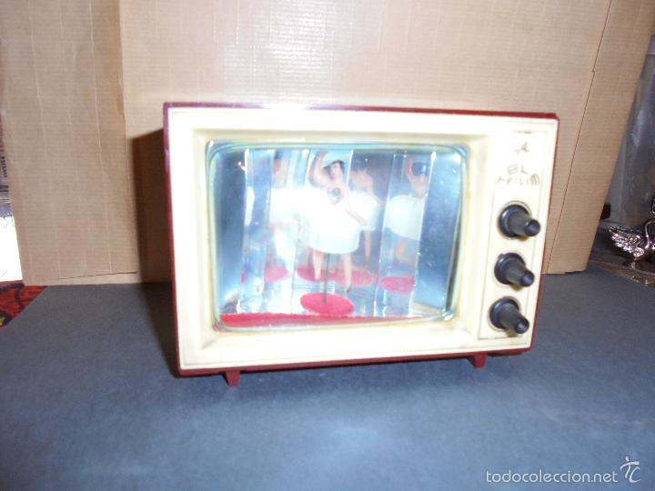 Vintage: ANTIGUA CAJA DE MUSICA AÑOS 60 . TELEVISOR CON BAILARINA . PLASTICO , MARCA TELE PILI - FUNCIONA - Foto 3 - 58115437