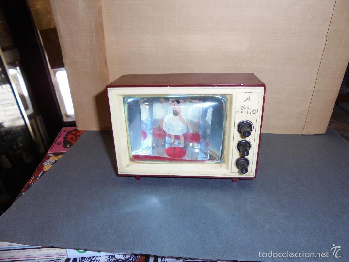 Vintage: ANTIGUA CAJA DE MUSICA AÑOS 60 . TELEVISOR CON BAILARINA . PLASTICO , MARCA TELE PILI - FUNCIONA - Foto 4 - 58115437
