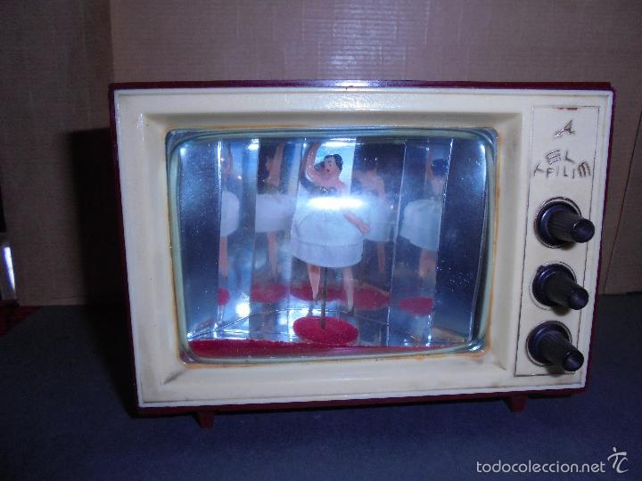 Vintage: ANTIGUA CAJA DE MUSICA AÑOS 60 . TELEVISOR CON BAILARINA . PLASTICO , MARCA TELE PILI - FUNCIONA - Foto 5 - 58115437