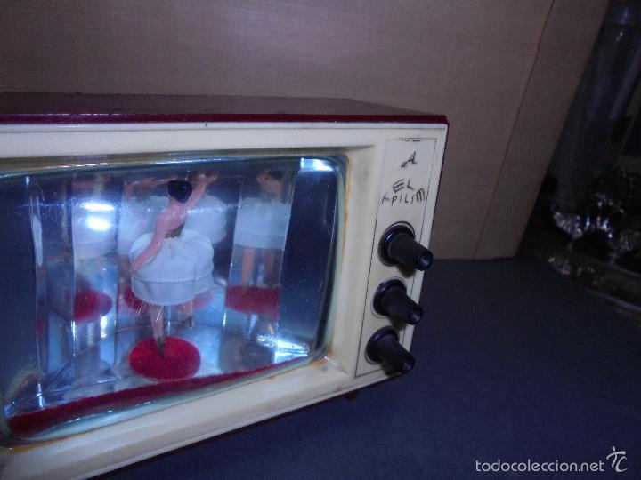 Vintage: ANTIGUA CAJA DE MUSICA AÑOS 60 . TELEVISOR CON BAILARINA . PLASTICO , MARCA TELE PILI - FUNCIONA - Foto 8 - 58115437