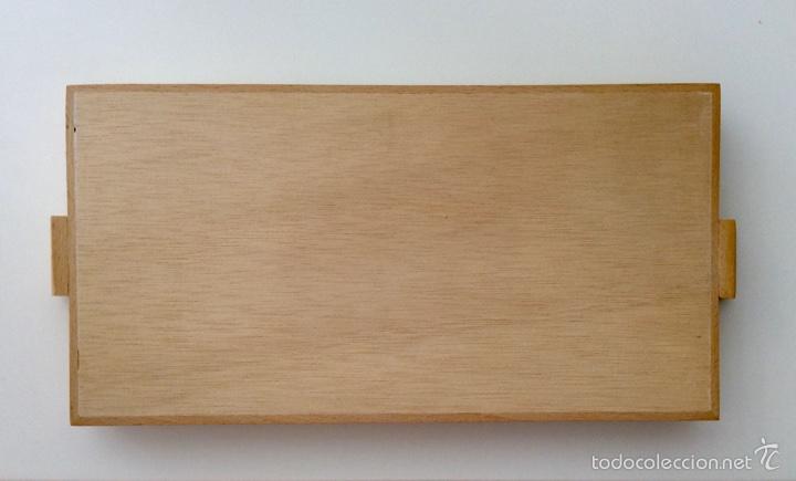 Vintage: Bandeja años 70 estilo arty en madera/cristal serigrafíado diseñada por equipo MARAGDA. - Foto 3 - 104659662