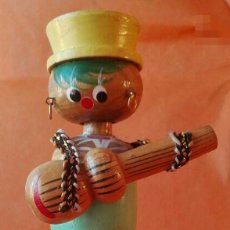 Vintage: FIGURA DE MADERA CON GUITARRA. FABRICADA EN COREA. AÑOS 1980. ENVÍO: 2,50 € *. Lote 59994079