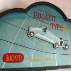 Vintage: 90 CM - GRAN CARTEL MADERA PINTADA - AUTOMOVIL BUGATTI TYPE 35 WONDER OF 1929. Lote 61103455