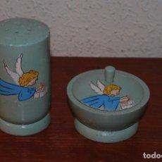 Vintage: JUEGO INFANTIL DE TOCADOR - CAJITA Y BOTE PARA TALCO PARA BEBÉ - MADERA - AÑOS 50. Lote 61940128