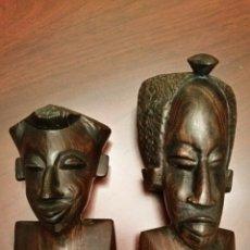 Vintage: ANTIGUA PAREJA DE BUSTOS AFRICANOS, TALLADOS EN MADERA DE ÉBANO. SAHARA ESPAÑOL - AÑOS 70.. Lote 64121103