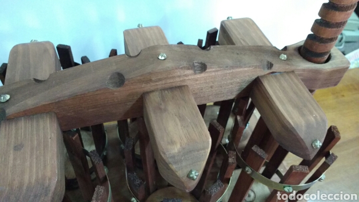 Vintage: Peculiar pieza portabotellas. Madera. 42 x46 x26 cm - Foto 5 - 64443354