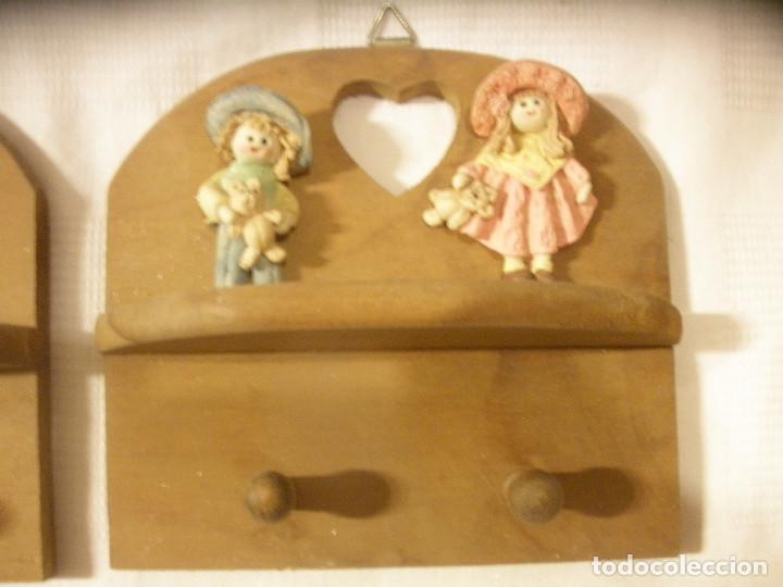Vintage: TRES PERCHAS INFANTILES,DE MADERA CON FIGURAS DE NIÑOS. - Foto 4 - 131852741