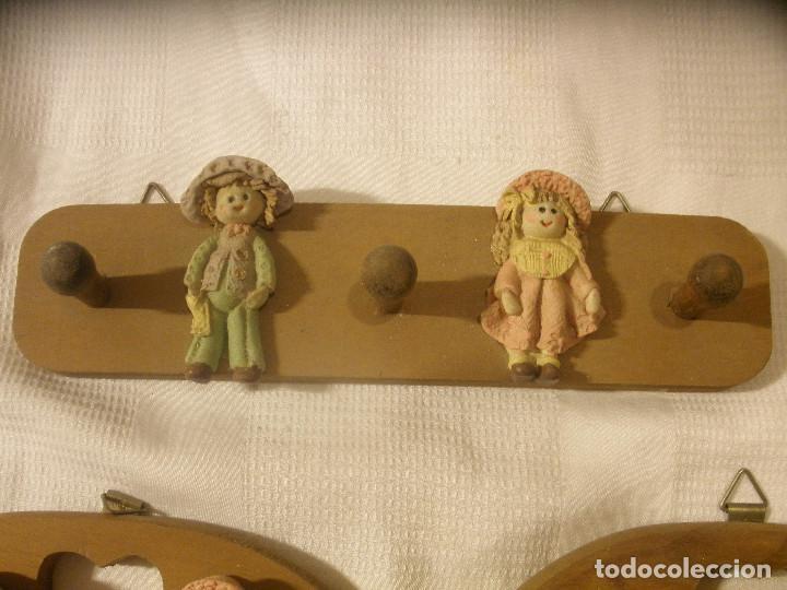 Vintage: TRES PERCHAS INFANTILES,DE MADERA CON FIGURAS DE NIÑOS. - Foto 5 - 131852741