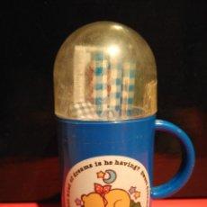 Vintage: BONITO TAZA CON LAPICEROS Y COSITAS BOBBY&KATE FLUFFY FRED AÑOS 80. Lote 68992193