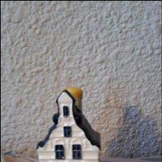 Vintage: CASITA BOTELLA EN CERÁMICA DE DELFTS NUMERO 25. Lote 70073801