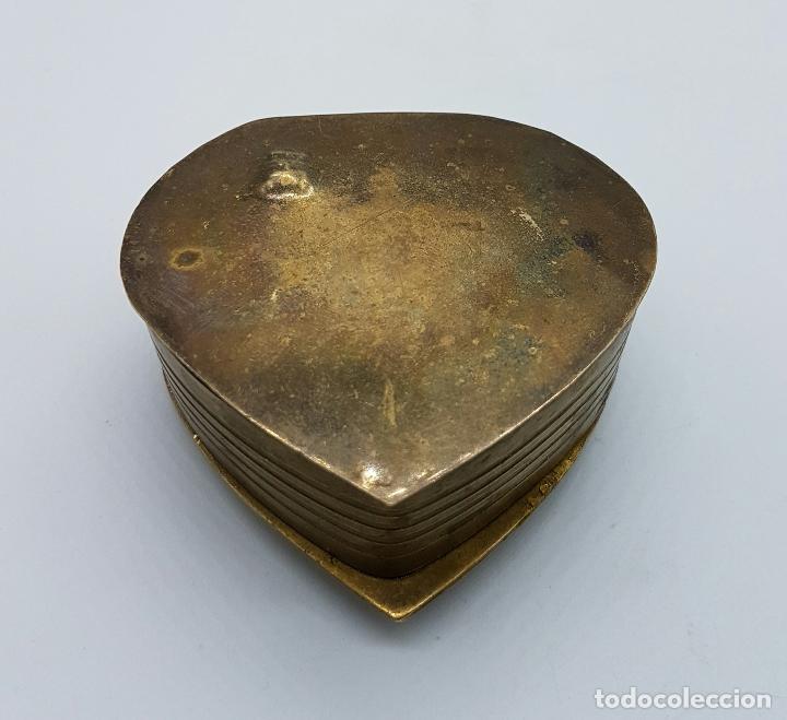 Vintage: Caja joyero antigua en bronce con forma de corazón parcialmente esmaltada, hecha en Odisha, India . - Foto 5 - 70257373