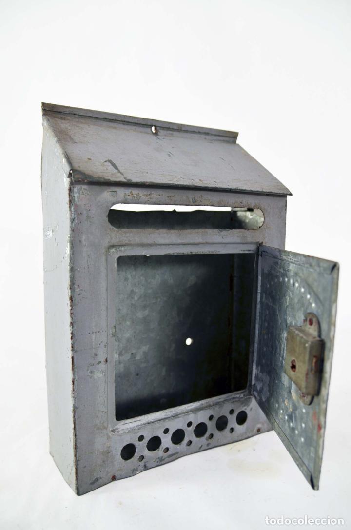 Buzon metalico para cartas con puerta antiguo comprar en todocoleccion 72190565 - Buzon vintage ...