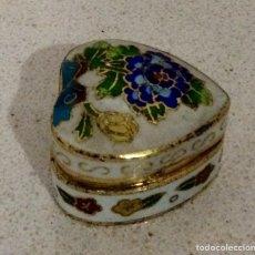 Vintage: PEQUEÑA CAJA COBRE ESMALTADO (CLOISONE) FORMA CORAZÓN. Lote 75284557