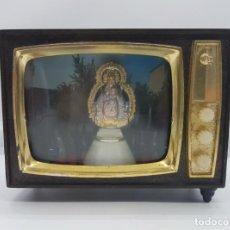 Vintage: SOUVENIR ANTIGUA DE STRIO DE FUENSANTA, TELEVISOR CLARIN CON VIRGEN Y LUCES TIPO DIORAMA .. Lote 145549628
