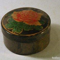 Vintage: CAJITA DECORADA PLASTICO CON DECORACIÓN DE UNA ROSA. 6,5 CMS. DE DIÁMETRO. Lote 79705309