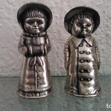Vintage: SALERO Y PIMENTERO VINTAGE EN METAL PLATEADO ENVEJECIDO. Lote 82799596