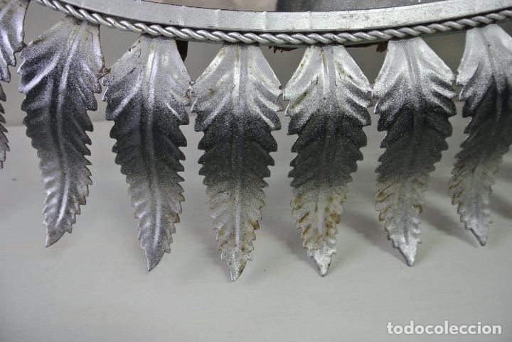 Vintage: Espejo ovalado, con hojas metálicas, tipo sol. Grande - Foto 4 - 84129944