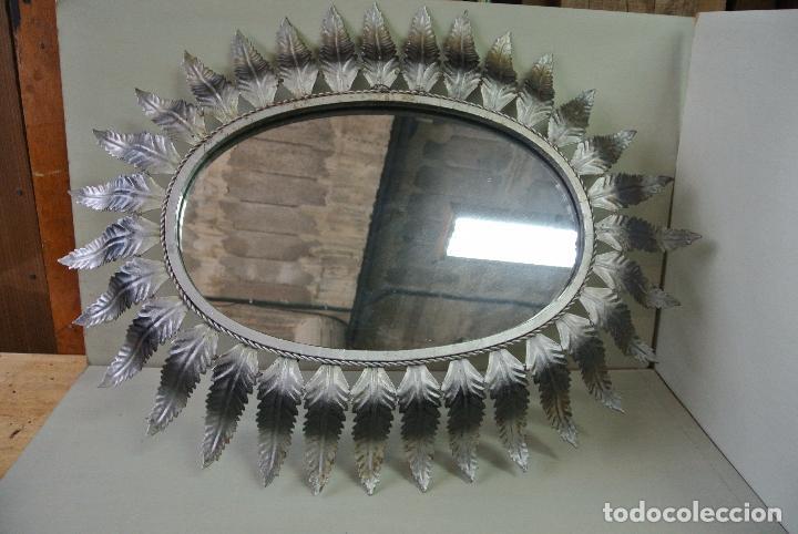Vintage: Espejo ovalado, con hojas metálicas, tipo sol. Grande - Foto 6 - 84129944