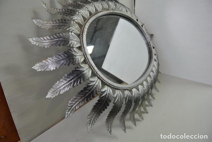 Vintage: Espejo ovalado, con hojas metálicas, tipo sol. Grande - Foto 10 - 84129944