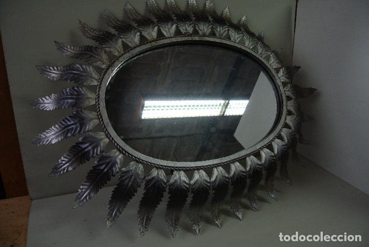 Vintage: Espejo ovalado, con hojas metálicas, tipo sol. Grande - Foto 12 - 84129944
