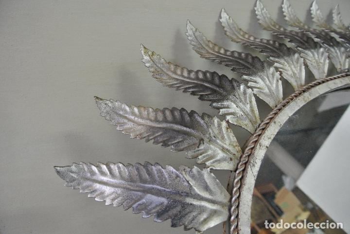 Vintage: Espejo ovalado, con hojas metálicas, tipo sol. Grande - Foto 13 - 84129944