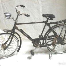 Vintage: BICICLETA ESCALA, HIERRO MUY DETALLISTA. MED. 44 X 25 CM ALTURA. Lote 203043850