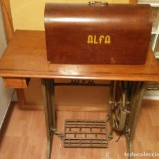 Vintage: MAQUINA DE COSER ALFA CON SU MESA.Y TAPA EN BUEN ESTADO. Lote 86727636