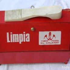 Vintage: CAJA DE MADERA LIMPIA ZAPATOS VINTAGE PINTADA EN ROJO. Lote 90660005