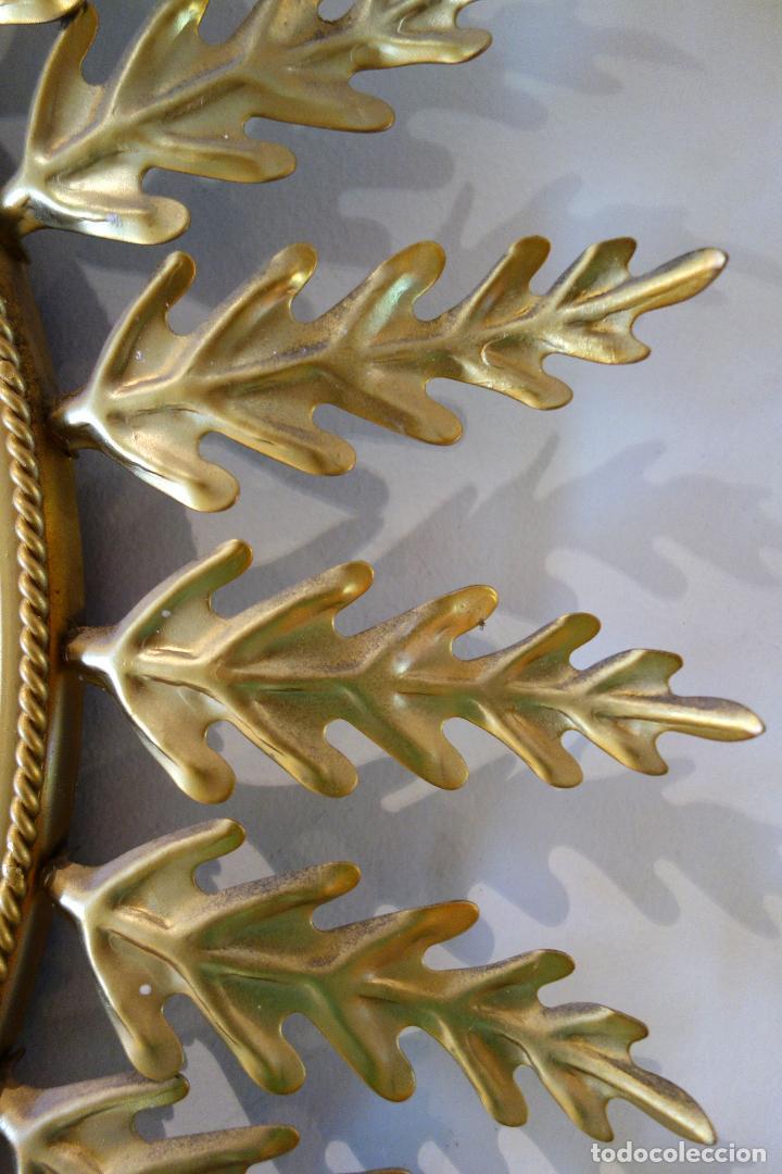 Vintage: Espejo vintage tipo sol años 60 metal dorado grande marco de hojas - Foto 3 - 176625359