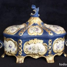 Vintage: BONITA CAJA DE PASTA DE PORCELANA PINTADA A MANO. PAN DE ORO. 27 X 21 X 15 CM. Lote 94100800