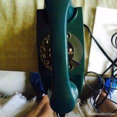 Vintage: BONITO TELÉFONO AÑOS 70 VERDE BOTELLA. Lote 94791302
