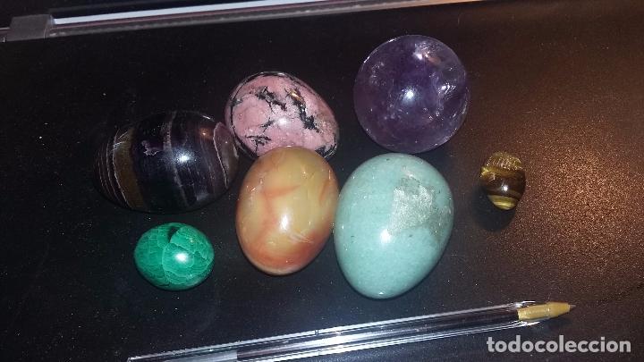 Vintage: 6 huevos pequeños y una esfera en piedras de Brasil - Foto 3 - 96389339