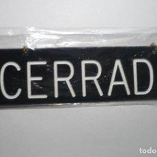 Vintage: ROTULO CON CADENA PARA COLGAR COMERCIO--CERRADO Y DORSO ABIERTO. Lote 98623599