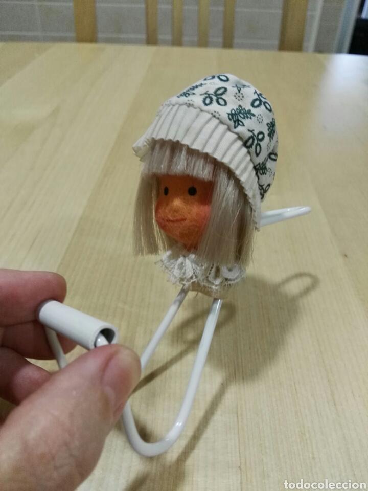 Vintage: Percha con muñeca de fieltro - Foto 3 - 101122552
