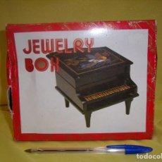 Vintage: JOYERO VINTAGE PIANO MUSICAL A CUERDA CON BAILARINA, LACADO, AÑOS 80, FUNCIONA, NUEVO SIN USAR.. Lote 102618975