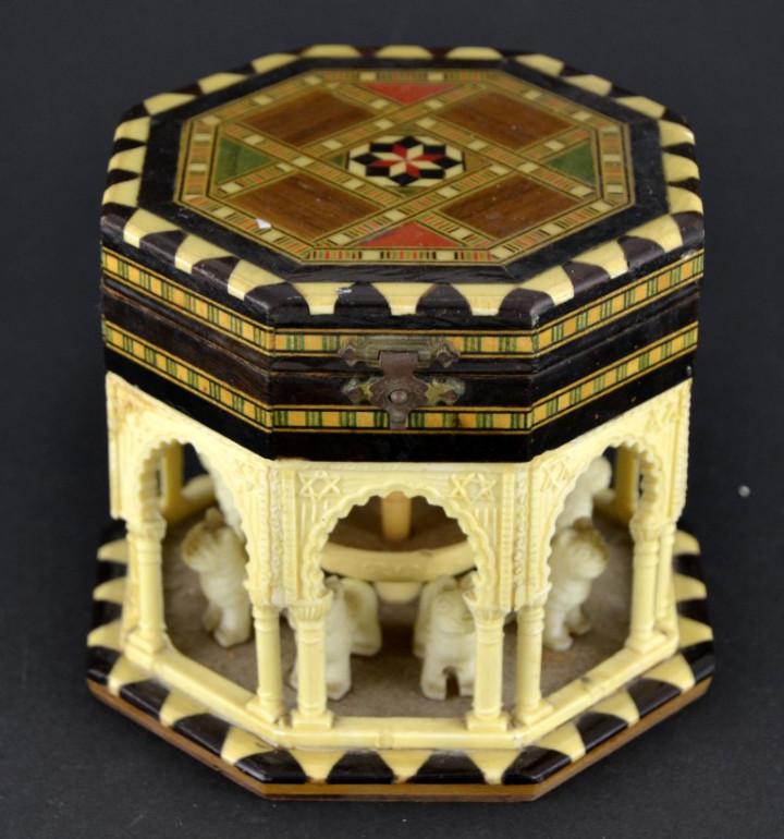 Vintage: Antigua Caja Joyero / Patio de los Leones / La Alambra Granada / Taracea Granadina / 12cm x 10,5cm - Foto 2 - 103073247