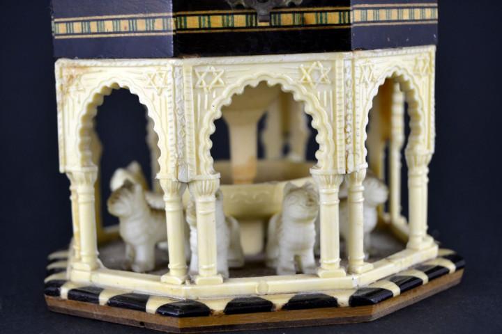 Vintage: Antigua Caja Joyero / Patio de los Leones / La Alambra Granada / Taracea Granadina / 12cm x 10,5cm - Foto 3 - 103073247