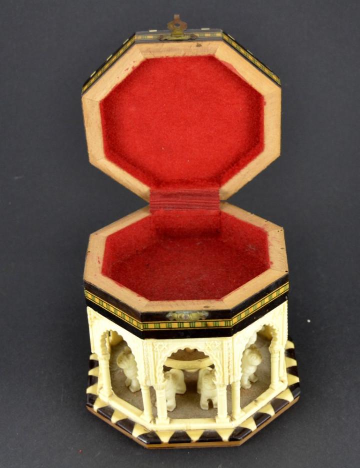 Vintage: Antigua Caja Joyero / Patio de los Leones / La Alambra Granada / Taracea Granadina / 12cm x 10,5cm - Foto 6 - 103073247