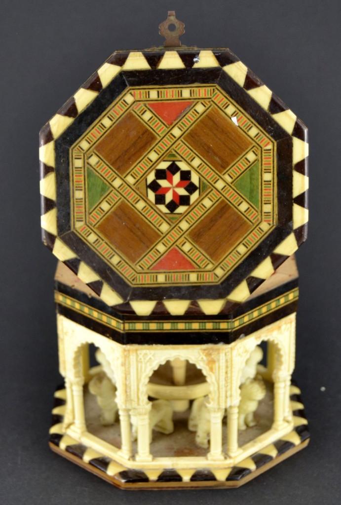 Vintage: Antigua Caja Joyero / Patio de los Leones / La Alambra Granada / Taracea Granadina / 12cm x 10,5cm - Foto 8 - 103073247