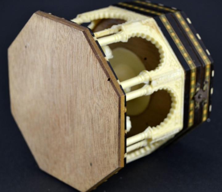 Vintage: Antigua Caja Joyero / Patio de los Leones / La Alambra Granada / Taracea Granadina / 12cm x 10,5cm - Foto 9 - 103073247