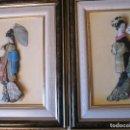 Vintage: PRECIOSA PAREJA DE CUADROS RELIEVE 3D PINTADOS A MANO - VINTAGE GEISHAS. Lote 103307555