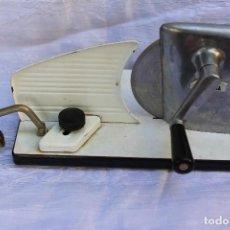 Vintage: CORTADORA DE FIAMBRE MARCA CORTINA VINTAGE. Lote 104066979