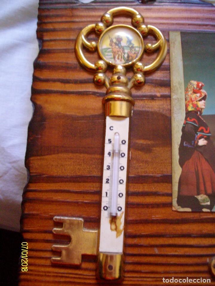 Vintage: ANTIGUO PORTA LLAVES CUELGA LLAVES LLAVERO DE PARED RECUERDO DE CACERES CON TERMOMETRO - Foto 4 - 108395207