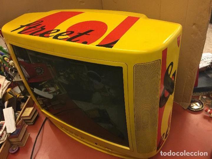 Vintage: Curioso Televisor Vintage, publicidad Whisky J&B. Preciosos colores.Todo original. Funciona.Leer mas - Foto 3 - 110303359